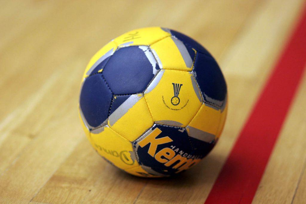 Kaj loči rokomet od nogometa?